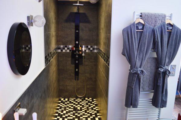 salle-de-bain-peignoir